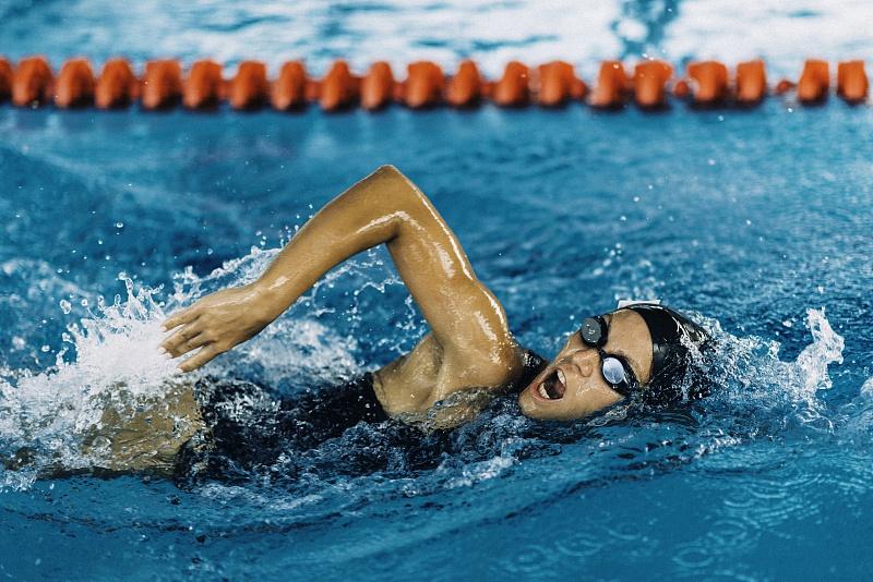 自由泳健身,2个训练技巧,紧致全身肌肉,让你游出好身材!