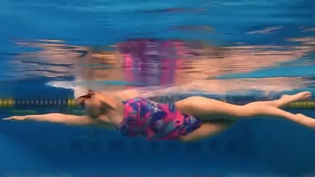 """小心自由泳游进时的""""起飞""""动作,感觉很爽就坏了"""