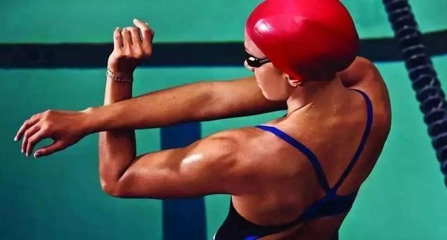 自由泳「游不长、动作会变形」