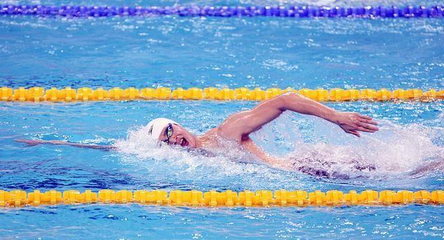 自由泳怎么也游不远?只要注意这几点,让你长游不累