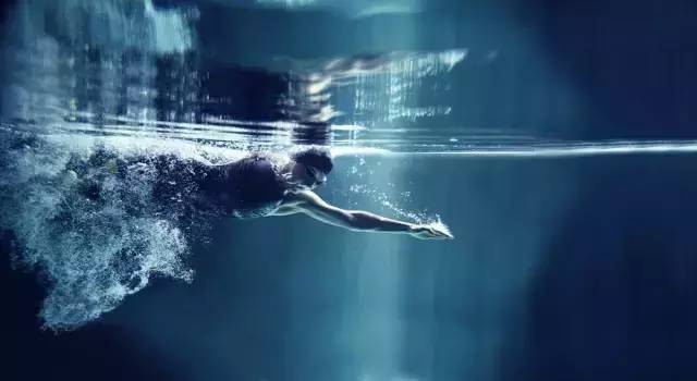 初学游泳克服对水的恐惧感,这里有方法