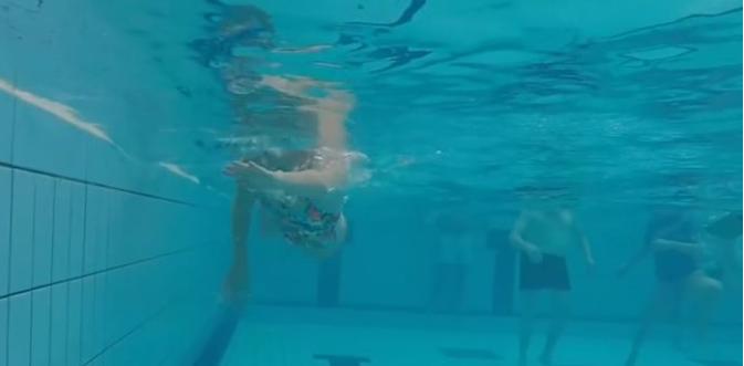 自由泳一换气动作就变形,快速有效的纠正方法