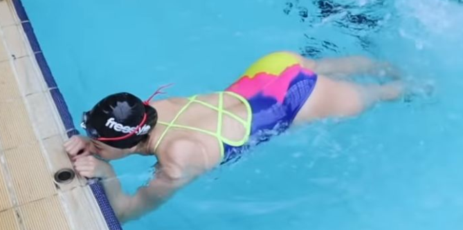 如何练好蝶泳腿?