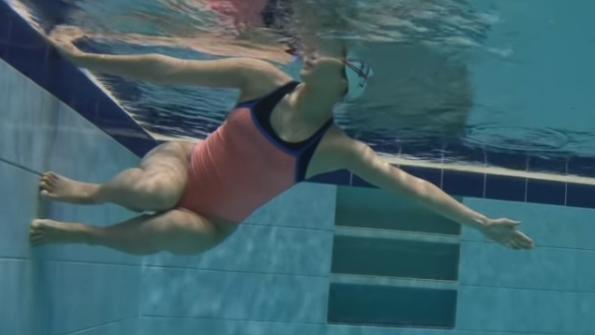 学习游泳翻滚的难题:翻滚困难、翻滚倾斜、翻滚蹬不到边