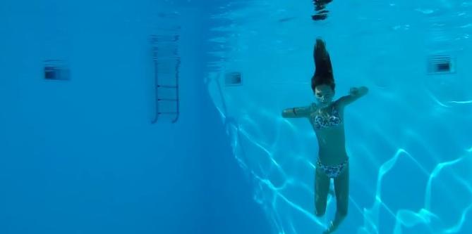 让自己可以轻松深入2米水深的池底,如何做到?