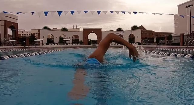 自由泳划水动作的5个要点