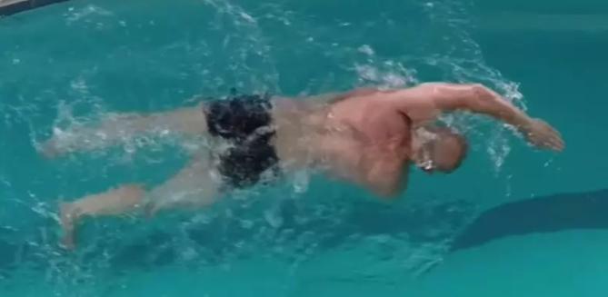 自由泳身体侧转技术动作