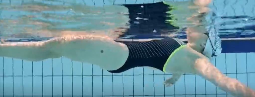 新手游泳怎么浮起来?仰面漂浮教学视频