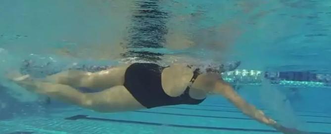 自由泳手臂从入水到抱水之前的动作细节