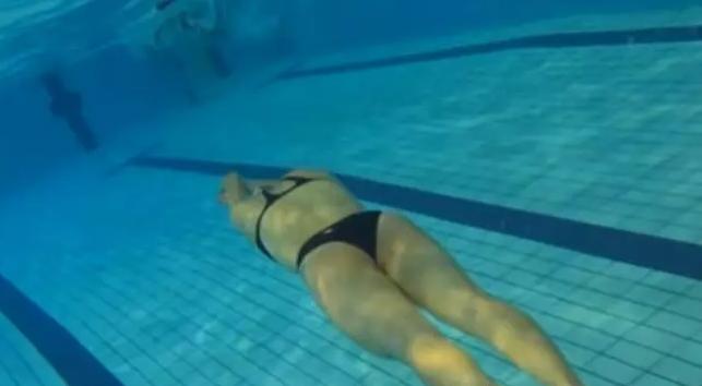 自由泳划水打腿的力量运用,推水和小幅打腿是关键