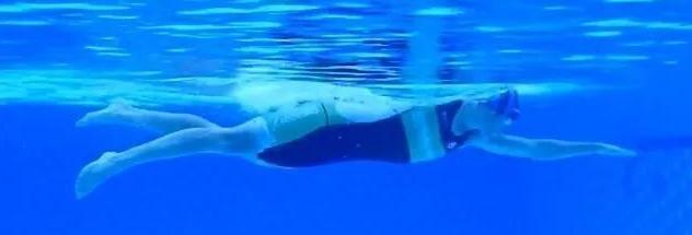 已经学会了蛙泳,怎么学习自由泳?