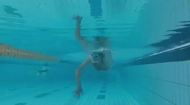 提高自由泳游进的主要动力,用好臂弯兜住更多的水