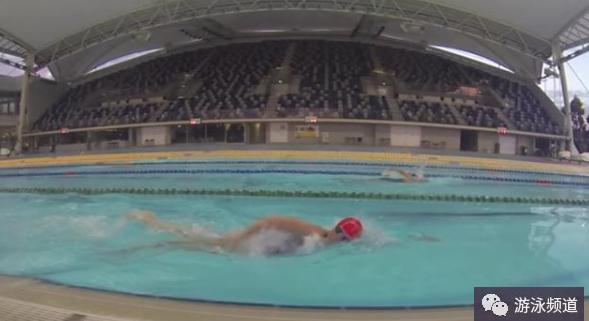 自由泳划水时手臂技术动作的改进