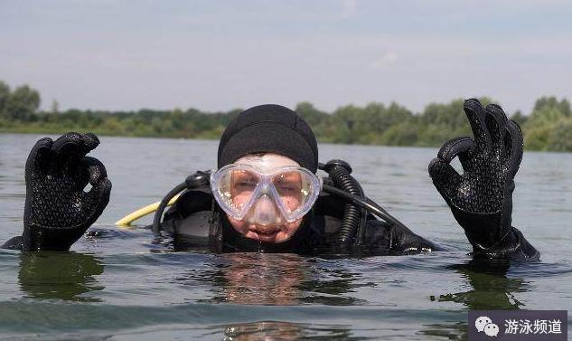 游泳的呼吸方法,游泳远距离不累的呼吸方法
