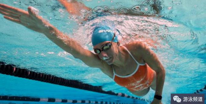 自由泳划水动作练习,注意四个关键点