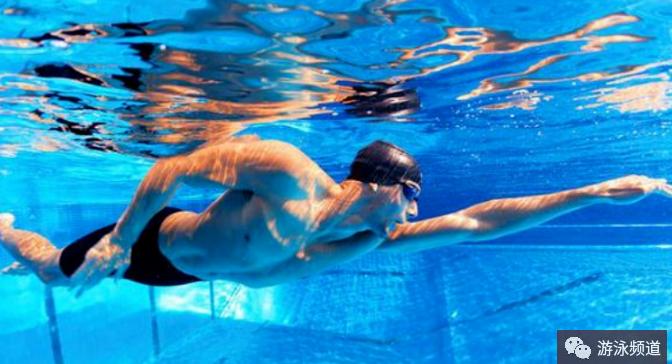 自由泳如何更快地学会呼吸,养成良好的呼吸节奏?