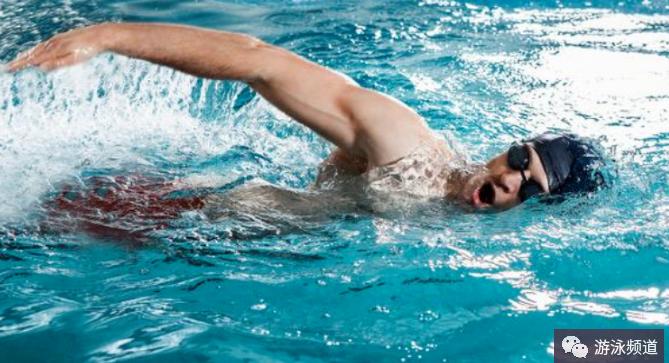 自由泳费劲还游不远的动作盘点