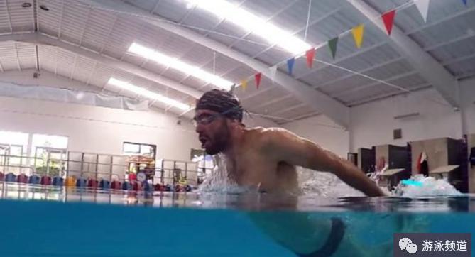 学会蛙泳了,怎么轻松学会蝶泳?