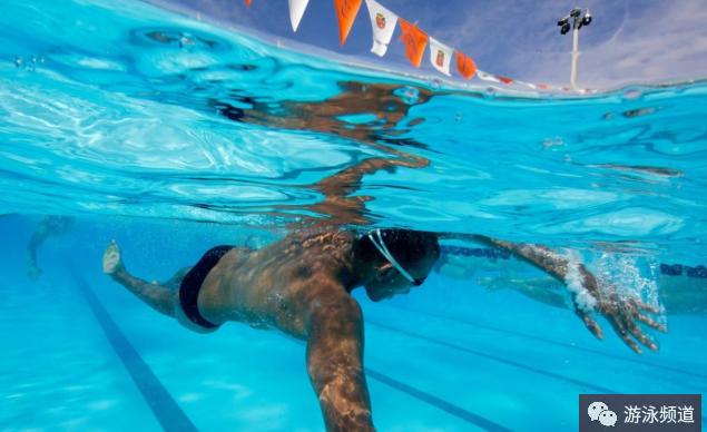 自由泳打腿,要规避这些错误