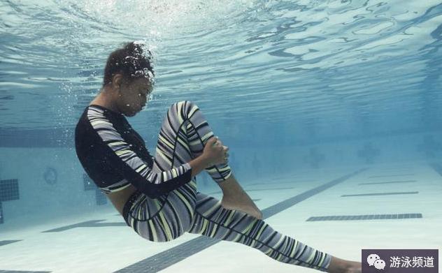 自由泳打腿的小技巧,提高打腿效率