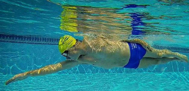学习全浸式游泳,了解这七个要点