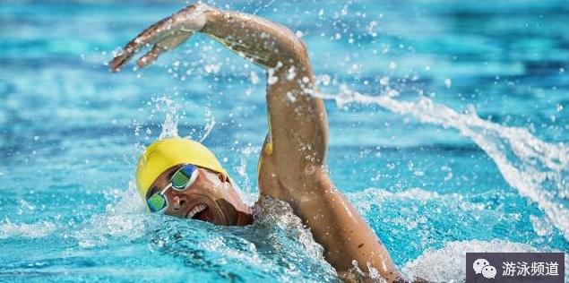 学习游泳,腿部练习是一切泳姿的基础