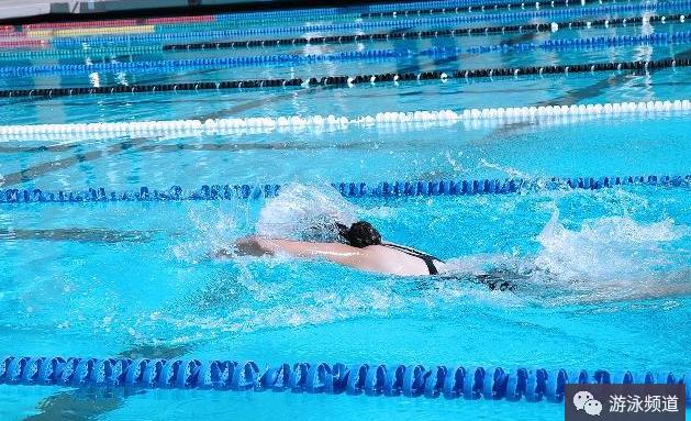 什么是滑行?游泳滑行的时候动作停顿怎么办?