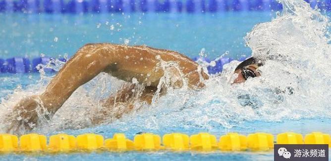 自由泳打腿不使劲打就下沉怎么办?如何练好自由泳打腿?