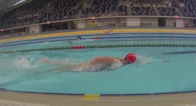 自由泳持续换气技术中的吐气怎么做?