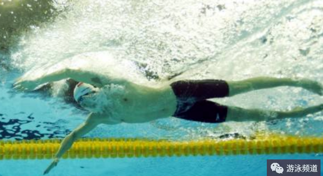自由泳速度提升技巧,抱水比推水更重要