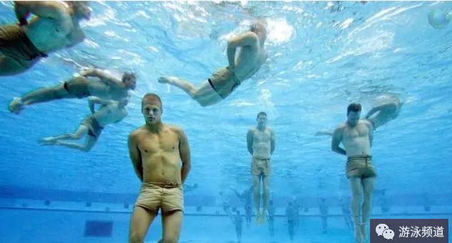 战斗游泳姿势,让你长游不累