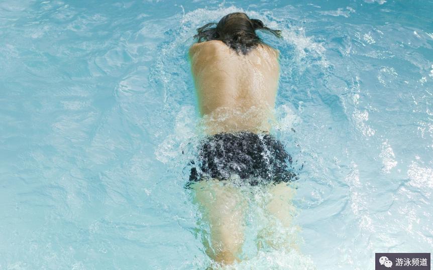 游泳对健康有什么优点和好处?