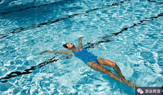 如何学习漂浮?游泳漂浮能帮你掌握平衡