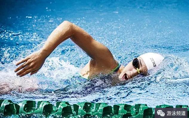 长期坚持游泳,可以改善你的身体素质